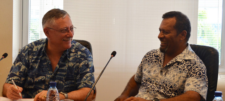 Didier Poidyaliwane et Stuart Chape, directeur général adjoint du PROE, ont signé un memorandum d'entente qui définit le cadre de coopération pour l'organisation de cette conférence.