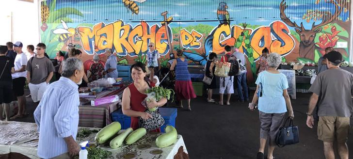 Riche en couleurs, la fresque décore avantageusement la halle du marché de gros.
