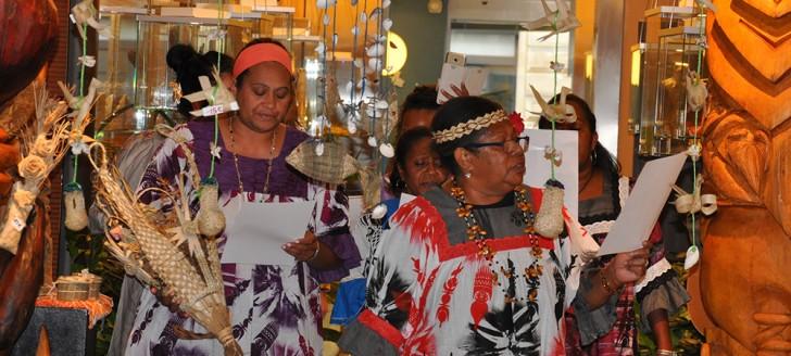 Une exposition d'artisanat, alliant promotion de la culture et du savoir-faire des femmes calédoniennes, a clos le déplacement les 5 et 6 avril à la Maison de la Nouvelle-Calédonie (© MNC).