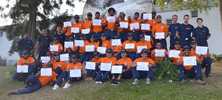Couleur mandarine, les auxiliaires de sécurité civile, formés au CISE de Koutio, ont reçu leur diplôme le 8 septembre.