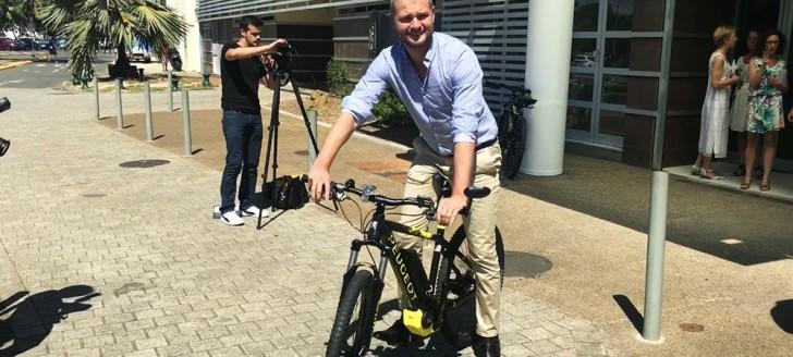 Nicolas Metzdorf, membre du gouvernement chargé de l'énergie, a testé le vélo à assistance électrique.