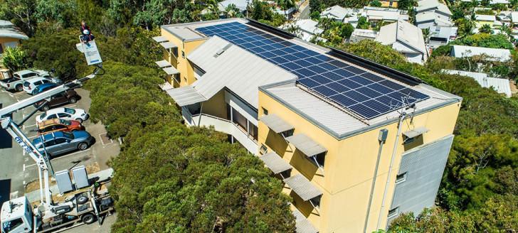 125 m2 de panneaux solaires alimentent désormais en électricité les locataires des 16 appartements de la résidence Calédonie Est. ©Eric Deroche