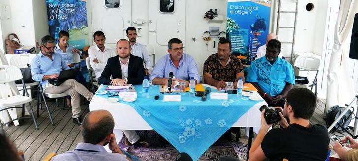 C'est à bord du Louis-Hénin, navire des phares et balises, que le président du gouvernement a convié une partie des membres du comité de gestion du Parc et la presse, mardi 14 août.