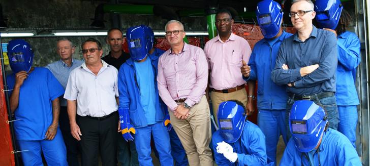 Les huit stagiaires ont accueilli les initiateurs du projet dans « leur » atelier, au Camp-Est.