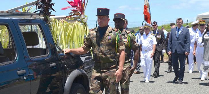 Un cortège funéraire a accompagné le tirailleur Kalepo Wabete jusqu'à sa dernière demeure, sur son île natale de Tiga.