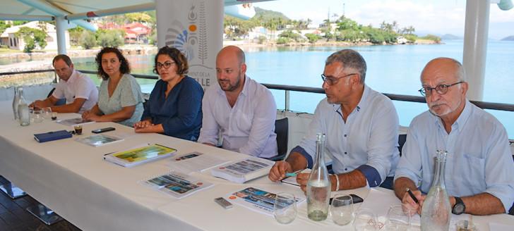 La présentation du Livre bleu s'est déroulée en présence notamment du président du CMNC, Philippe Darrason, du membre du gouvernement, Christopher Gygès, et des représentantes des provinces Sud et Îles, Naïa Wateou et Chérifa Linossier.