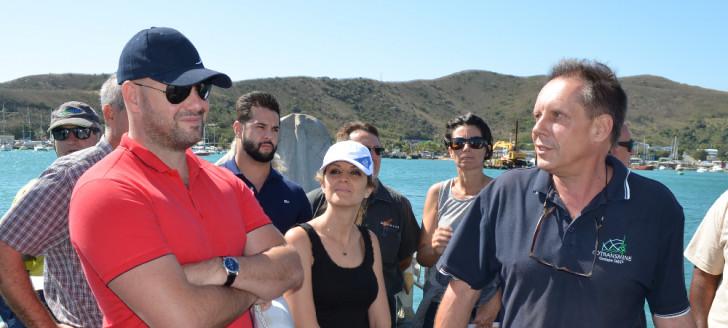 Christopher Gygès, en baie de Numbo, aux côtés du pilote du groupe Synergie Numbo, Alain Giraud.