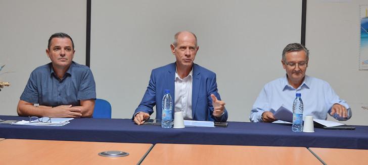 De gauche à droite : Julien Leray, chef de la division des examens concours, Érick Roser, vice-recteur directeur général des enseignements, et Thierry Mabru, secrétaire général du vice-rectorat.