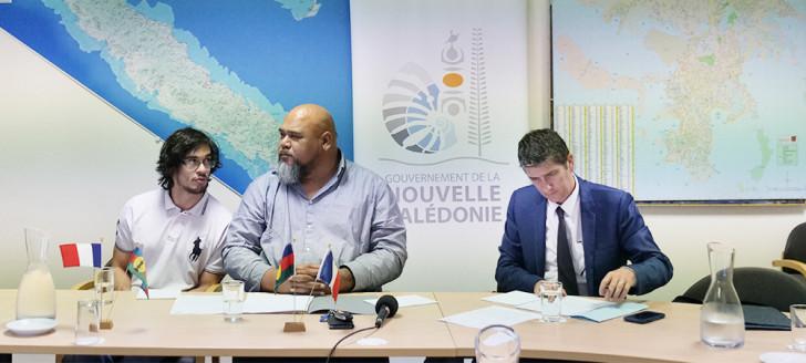 Le membre du gouvernement Vaimu'a Muliava était entouré d'agents du service de la coopération régionale et des relations extérieures (SCRRE) et notamment de son responsable, François Behue (à droite).