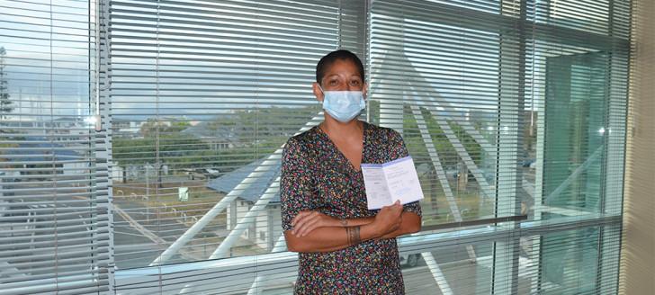 Sabrina Kiener, médecin généraliste à Poindimié, a réalisé un test de dépistage et reçu la première injection du vaccin contre le Covid-19 au Médipôle, la veille de son départ à Wallis-et-Futuna.