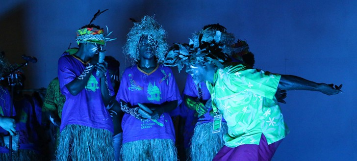 Le collectif  Dobwe de la tribu de Thio a présenté un spectacle mêlant danse et théâtre ©Mériba Kare.