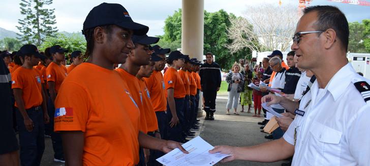 Les auxiliaires ont reçu leur attestation de formation de la part de représentants de la sécurité civile, des sapeurs-pompiers, des communes et de l'État.