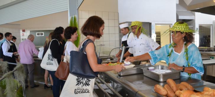 Les élus ont déjeuné à la cantine du collège de Normandie à l'occasion de la 7e édition des Cantines à l'unisson et du lancement de la Quinzaine des produits locaux.