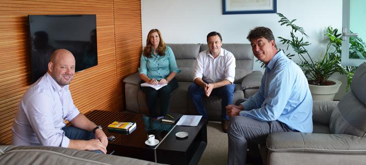 Antonin Beurrier, PDG de Vale NC, s'est entretenu avec Thierry Santa et Christopher Gygès au gouvernement.