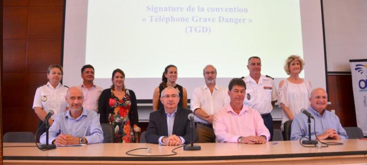 L'ensemble des partenaires pour le déploiement du dispositif « Téléphone Grave Danger » en Nouvelle-Calédonie.