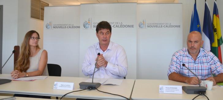 Thierry Santa a animé un point d'étape de la campagne de vaccination le 26 avril aux cotés de Thomas De Deckker, secrétaire général adjoint du gouvernement, et Séverine Page, de la direction des Affaire sanitaires et sociales.