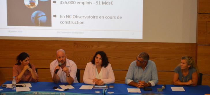 Christopher Gygès, aux côtés de représentants de l'EGC, de la province Sud et du cluster maritime.