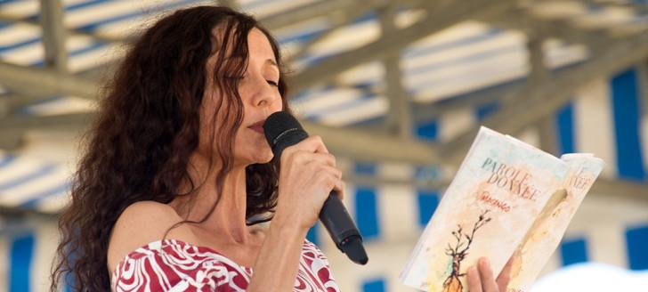 La première journée du Festival des arts du Pays est consacrée aux artistes qui pratiquent les disciplines dites de l'oralité : slam, conte, poésie, etc.