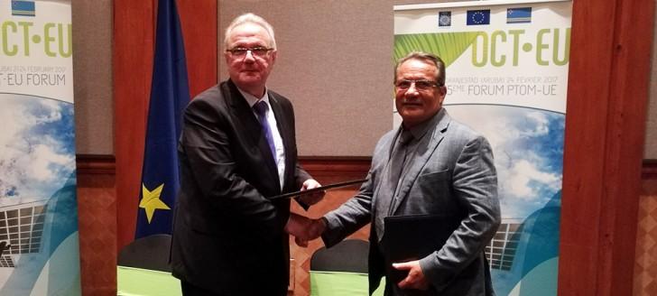 Jean-Louis d'Anglebermes et Neven Mimica, commissaire européen au développement et à la coopération internationale, ont signé le document de programmation du 11e FED pour la Nouvelle-Calédonie, consacré à la mise en œuvre de la stratégie emploi insertion.
