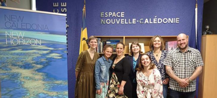 L'équipe de l'Alliance française de Wellington aux côtés de la déléguée de la Nouvelle-Calédonie en Nouvelle-Zélande, Cécilia Madeleine (au centre de l'image).