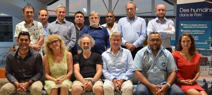 Les membres du comité (sauf le président) accompagnés des représentants de l'État et du gouvernement, et du directeur des Affaires maritimes.