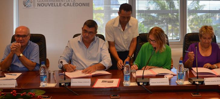 Thierry Lataste et Philippe Germain ont signé le 10 avril la convention pour la création du dispositif d'accueil des victimes qui sera situé au Médipôle.