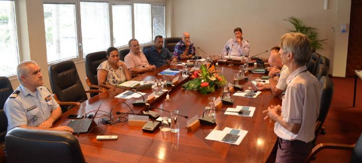 Le colonel Marchi-Leccia de la direction de la Sécurité civile et de la gestion des crises (à gauche) et le Dr Belec de la direction des Affaires sanitaires et sociales (à droite) ont notamment animé la réunion.