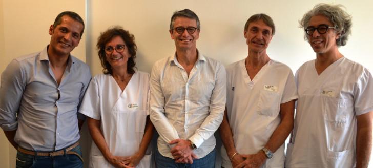 De g. à dr. : le Dr Saidi (chirurgien urologue), Véronique Biche (coordinatrice hospitalière prélèvement et greffe), le professeur Méjean, et les Dr Quirin et Haidar (néphrologues).