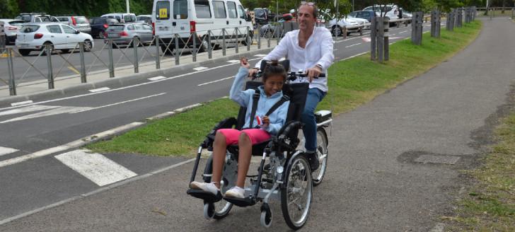 L'appel à projets Handi'loisirs a notamment permis l'achat conjoint (gouvernement et province Sud), de ce tricycle à assistance électrique adapté au handicap.