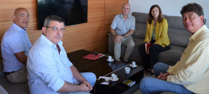 Michèle Léridon, membre du CSA, actuellement en Nouvelle-Calédonie dans le cadre de la campagne pour le référendum, a échangé avec Thierry Santa et Philippe Germain sur la situation du paysage audiovisuel calédonien.
