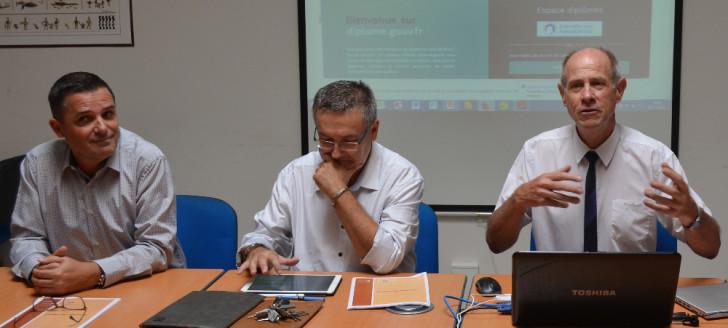De gauche à droite : Julien Leray, chef de la division des examens concours, Thierry Mabru, secrétaire général du vice-rectorat, Érick Roser, vice-recteur.