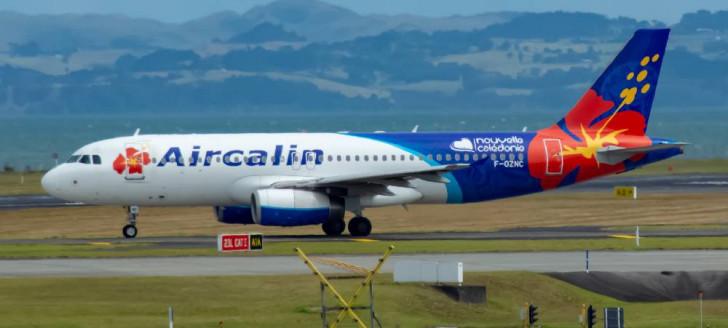 La suspension des programmes d'exploitation des services aériens réguliers internationaux au départ et à destination de la Nouvelle-Calédonie, prévue initialement jusqu'au 31 juillet, est prolongée au moins jusqu'au 24 octobre.