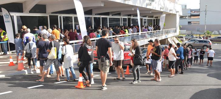 Le centre de vaccination provisoire installé dans la salle d'honneur de l'hôtel de ville de Nouméa a connu une forte affluence.