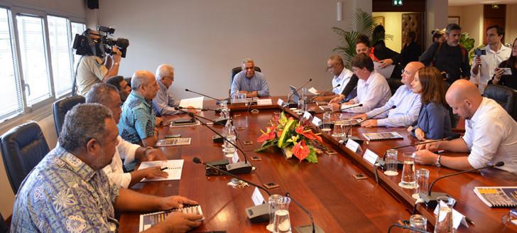 Louis Mapou dans son nouveau fauteuil de président du 17e gouvernement.