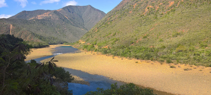 La semaine prochaine, pour les besoins d'une étude, l'eau de la Tontouta sera teintée par un produit vert inoffensif.