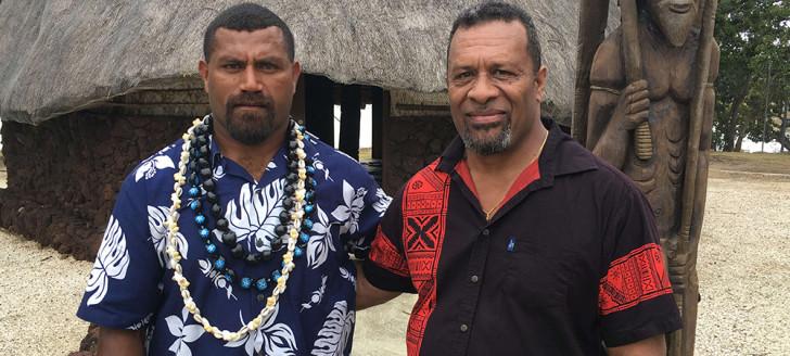 Hippolyte Sinewami-Htamumu, président du Sénat coutumier, et Didier Poidyaliwane, membre du gouvernement en charge des relations avec les institutions coutumières.