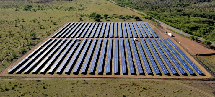 La ferme solaire Kota Boré a une puissance actuelle de 3,2 MWc qui sera bientôt augmentée avec l'installation de 5 000 nouveaux panneaux (© engie).