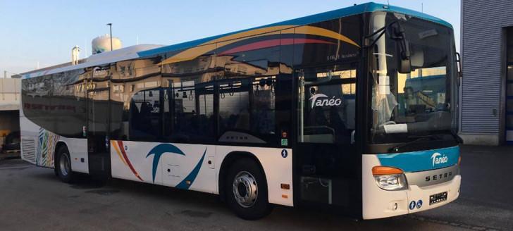Un nouveau bus Carsud aux couleurs du réseau de transport Tanéo.