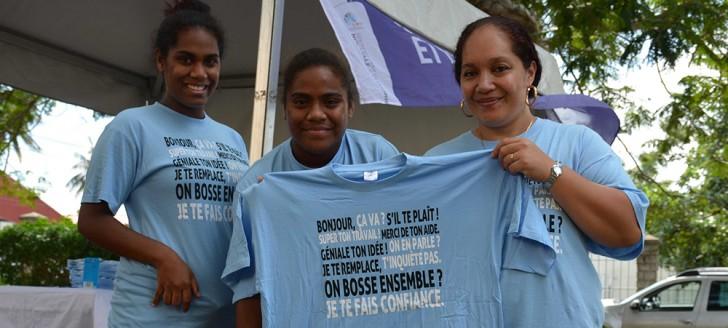 Les tee-shirts distribués par la DTE lors de la Journée mondiale pour la santé et la sécurité au travail rappellent que quelques mots peuvent contribuer à apaiser l'ambiance au travail…