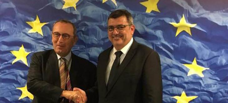 « Belle séquence européenne » à Bruxelles, entre Philippe Germain et Stefano Manservisi, directeur général de la Coopération internationale et du développement de l'UE.